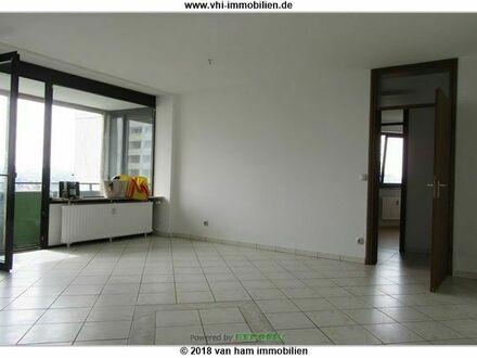 +++ Großzügige 4-ZKB-Wohnung mit Tiefgaragenstellplatz, Kelleranteil und Balkon +++