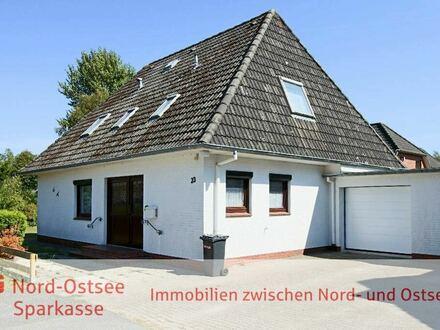 Einfamilienhaus mit Einliegerwohnung und Garage in Tating