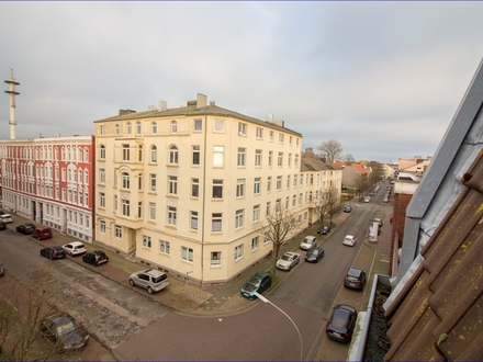 Wilhelmshaven: Citynahe Wohlfühl-Atmosphäre unter´m Dach - frisch renovierte 3 ZKB Mietwohnung