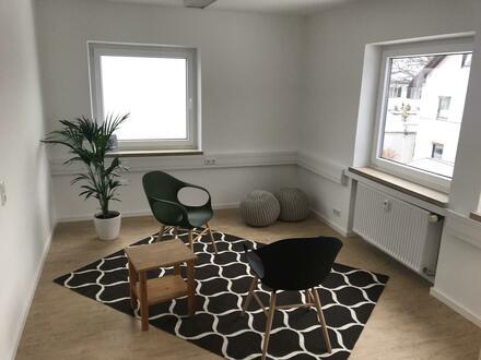 Heller, neu renovierter Praxis-/Büroraum im Zentrum Rosenheim zu vermieten