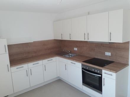 Ruhige, helle, renovierte 2,5-Zimmer-Wohnung mit neuer Einbauküche