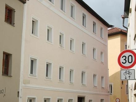 Passau-Innstadt: Haus mit 10 Wohnungen + Gewerbeeinheit – eigenes Gartengrundstück