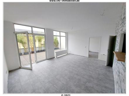Tolle, helle, renovierte und mit einer riesen Terrasse versehene 2- Zimmer ETW sucht SIE!!!