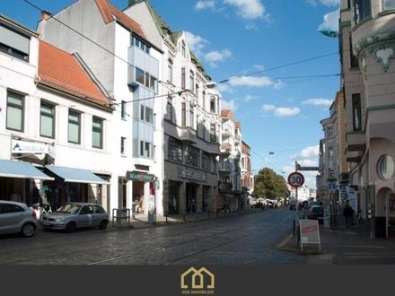 Viertel / Anlage: Traumhafte, modernisierte Stadtwohnung mit Balkon in Bestlage