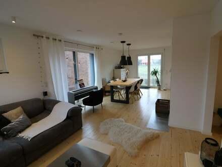 Neuwertiges, freistehendes Einfamilienhaus zu verkaufen!