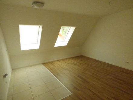 Moderne neuwertige Wohnung im Dachgeschoss