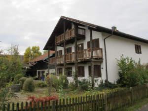 Gepflegtes ehemals landwirtschaftliche Anwesen mit Obstgarten und viel Platz in Neuötting