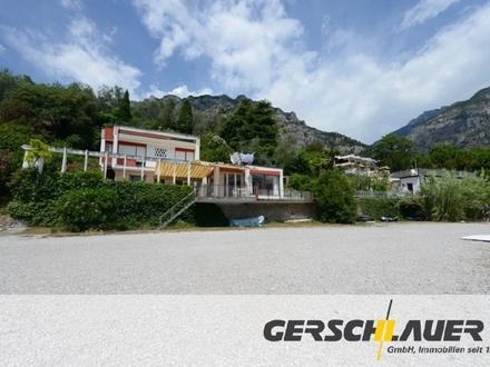 Casa Felice: Bauhaus-Rarität am Strand von Limone mit Seezugang