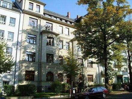 ++++ERSTBEZUG NACH KOMPLETTRENOVIERUNG+++ Hochwertige Wohnung mit Eichenholzparkett und neuem Bad