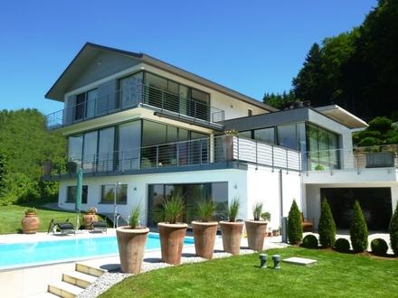 MATTSEE: Barrierefreie Luxus-Villa mit Lift und herrlichem Seeblick