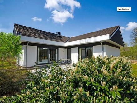 Zwangsversteigerung Einfamilienhaus in 71149 Bondorf, Roßbergstr.