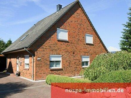 """Großzügiges Einfamilienhaus mit Doppelcarport, Terrasse und Kamin im """"Norderschlag"""""""