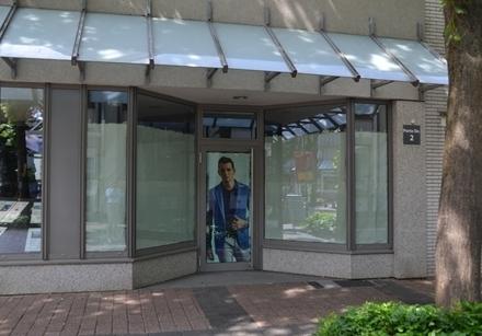 Nutzflächeca. 75 m²  HeizungGas-Zentralheizung  AllgemeinesDieses Ladenlokal...