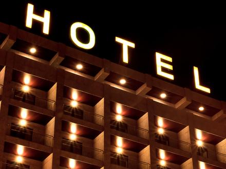 Hot Spot der Promis | Hotel mit Meerblick, 25 Gästezimmer, Restaurant, Bar