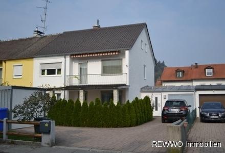 attraktive Doppelhaushälfte in guter Neustadtlage