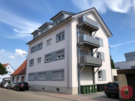 Neuwertige Schöne 2-ZKB-Wohnung mit Balkon im 8-Fam.-Haus - Sofort frei