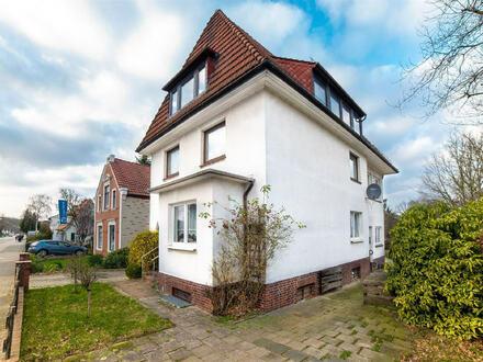 Großzügiges Zweifamilienhaus mit schönem Grundstück und Garage in zentraler Lage von HB - Aumund-Hammersbeck!