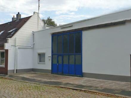 Wohnhaus mit anliegender Werkstatt und Büro