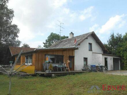 Sanierungsbedürftiges Einfamilienhaus in Ortsrandlage von Osterhofen