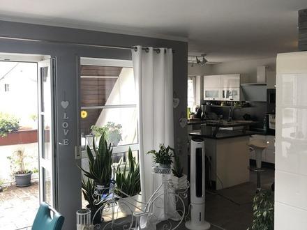 *** Renovierte 2 1/2 Zimmer-Wohnung mit schöner Loggia ***