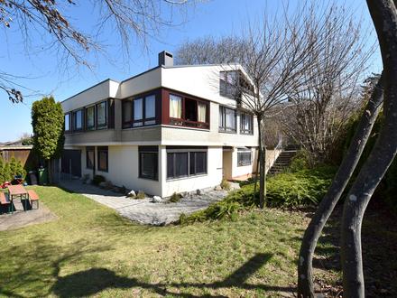 Sonnige Aussichtslage von Weingarten - Zweifamilienhaus auf großem Grundstück
