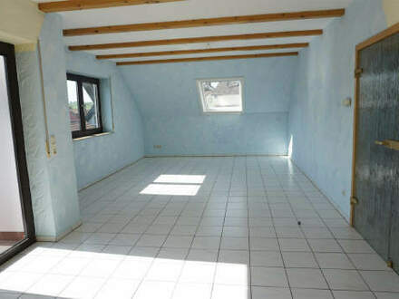 ARNOLD-IMMOBILIEN: Tolle Dachgeschosswohnung mit Ausblick