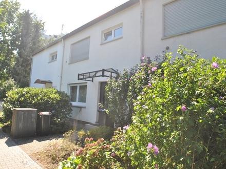 Neu-Isenburg: Gut geschnittenes Reihenmittelhaus mit idyllischem Garten!