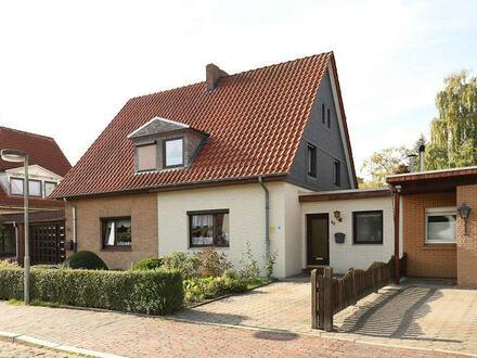 TT Immobilien bietet Ihnen: Doppelhaushälfte mit PKW-Stellplatz im Jadeviertel!