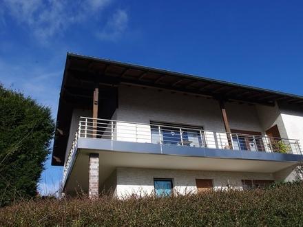 Saniertes, gepflegtes Einfamilienhaus mit neuwertiger Einbauküche, Balkon und Terrasse - Rödental