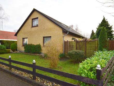 Großzügige Immobilie mit schönem Garten und Doppelgarage. Ideal für die Familie.