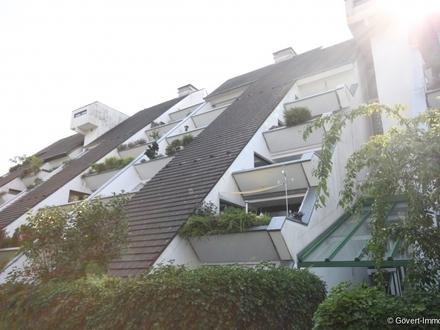 Lichtdurchflutete Wohnung mit 2 Dachterrassen im mit Award ausgezeichnetem Hügelhaus