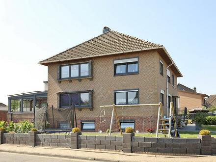 TT Immobilien bietet Ihnen: Modernes 3-Familienhaus im Zentrum von Hooksiel!