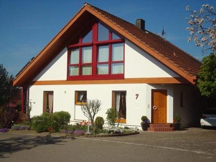 Sonniges, großzügiges Architektenhaus mit Wintergarten und Carport in angenehmer Wohnlage