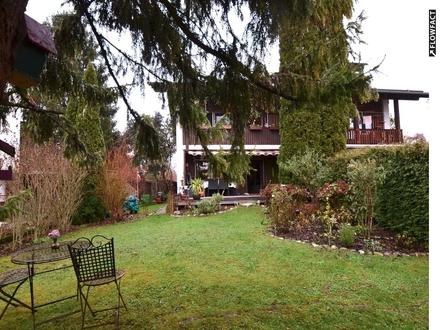 Doppelhaushälfte mit idyllischem Garten