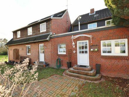 TT Immobilien bietet Ihnen: Große Siedlungs-Doppelhaushälfte am Binnendeich!