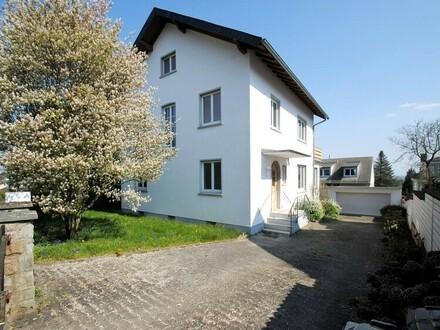 Bad Soden: Stattliches Einfamilienhaus in exklusiver Wohn-und Blicklage oberhalb der Oranienstraße!