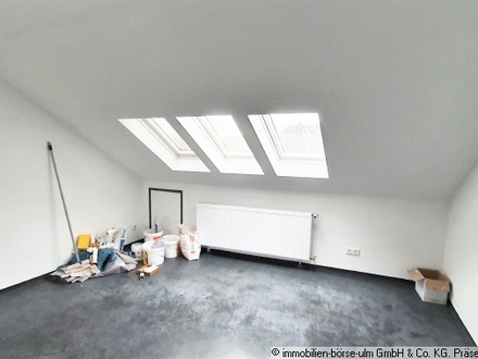 tolle Dachgeschoss-Wohnung mit EBK und nähe Frankfurter Zoo