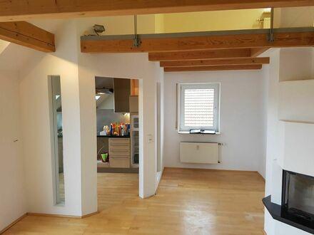 Blick vom Wohn-/Essbereich in die Küche