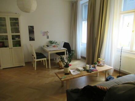 TOPLAGE 2 Zimmer Altbauwohnung / neuwertig