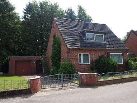 teilmodernisiertes Einfamilienhaus mit Garage