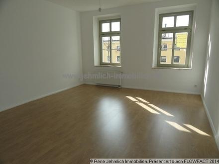 Neues Laminat und helle Räume