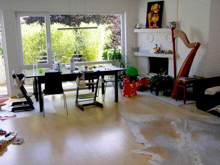 Moderne, schicke, sonnige Maisonettewohnung mit Sonnenbalkon und Garage
