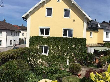 + + + + Preisanpassung + + + + gepflegtes liebevoll hergerichtetes Wohnhaus m. Laden / Büro, schöne Terrasse, 3 Garagen u.…