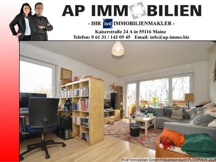 2-Zimmer-Wohnung mit Balkon, Wannenbad, PKW-Stellplätze und ...einem sympatischen Mieterpaar.