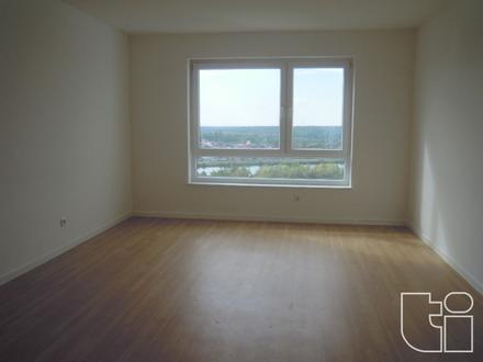 Renovierte 4 Zimmerwohnung mit Balkon in Hochhaus - 14. OG