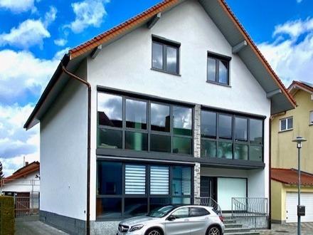 1- bis 2-Familienhaus mit Halle in ruhiger Lage in Oberhausen-Rheinhausen gelegen.