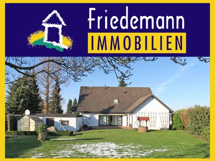 Großes Einfamilienhaus mit schön angelegtem Garten und Doppelgarage in Bad Oeynhausen - Lohe