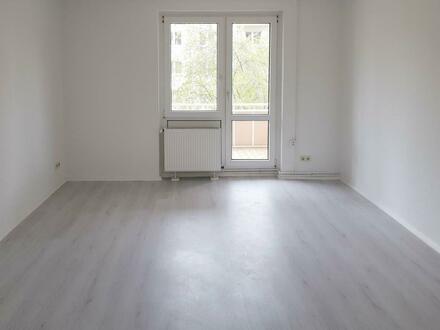 **ERSTBEZUG**2-Zimmer // Balkon // Tageslichtbad + Wanne // Laminat // mit Gutschein*