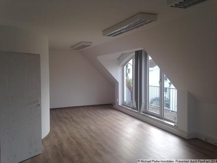 Büro untere Ebene mit Balkon