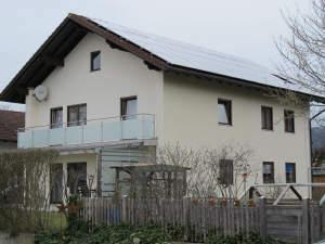 freistehendes sehr gepflegtes Einfamilienhaus mit Balkon und großem Garten
